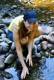 dziewczyny góry rzeka Obrazy Royalty Free