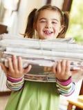dziewczyny gazet target498_0_ Zdjęcie Stock