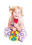 dziewczyny gitara jego bawić się zabawka Obrazy Royalty Free