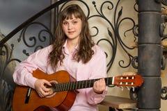 dziewczyny gitary bawić się Zdjęcia Stock