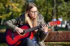 dziewczyny gitary grać Obraz Stock