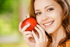 dziewczyny jabłczana czerwień Zdjęcia Royalty Free