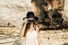 Dziewczyny kamery fotografa ostrości natury Mknący pojęcie Obrazy Royalty Free