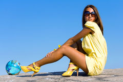 dziewczyny kolor żółty obrazy stock