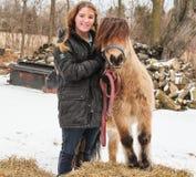 dziewczyny konia przyjaźni dla zwierząt, Obrazy Royalty Free