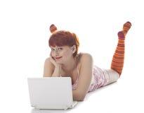 dziewczyny laptopu czerwony skarpet lampas Zdjęcia Stock