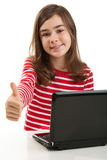 dziewczyny laptopu używać zdjęcia royalty free