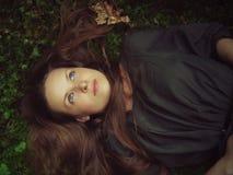 dziewczyny lasowy lying on the beach Zdjęcia Stock
