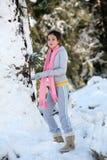 dziewczyny leśna zimy. zdjęcie royalty free