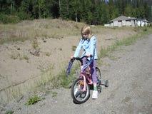 dziewczyny małą jazdę na rowerze Zdjęcia Stock