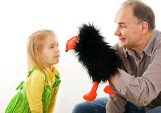 dziewczyny mały mężczyzna bawić się Fotografia Royalty Free