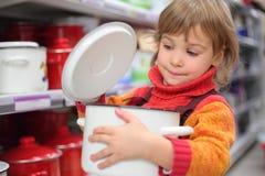 dziewczyny mały niecki sklep Fotografia Stock