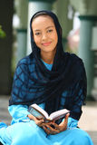 dziewczyny mienia koran muslim Obraz Royalty Free