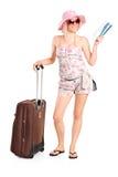 dziewczyny mienia walizki bileta turysta Zdjęcia Royalty Free