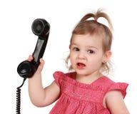 dziewczyny mienie l mały telefon t zdjęcia royalty free
