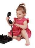 dziewczyny mienie l mały telefon t obrazy stock
