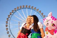 Dziewczyny na oktoberfest rudny springfestival fotografia royalty free