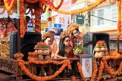 Dziewczyny na parada pławiku Zajęczy Krishna od Bali Obraz Royalty Free