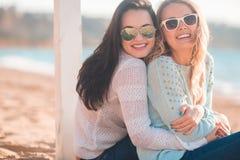 Dziewczyny na plaży zdjęcie royalty free