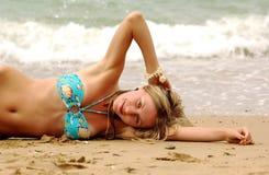 dziewczyny na plaży morza zdjęcie stock