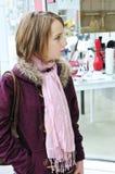 dziewczyny na zakupy nastolatków. Obraz Royalty Free