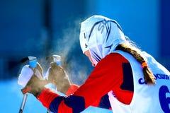 Dziewczyny narciarka po kona Obrazy Stock