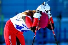 Dziewczyny narciarka po kona Zdjęcie Royalty Free