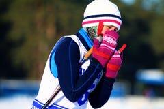 Dziewczyny narciarka po kona Fotografia Stock