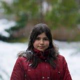 dziewczyny nastoletni śnieżny trwanie Zdjęcia Stock