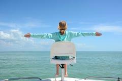 Dziewczyny obsiadanie na łodzi fotografia royalty free
