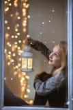 Dziewczyny obsiadanie obok okno obrazy royalty free