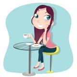 Dziewczyny obsiadanie pije kawę z tortem Zdjęcie Royalty Free