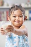 dziewczyny ofiara szklana mała dojna Zdjęcie Stock