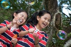 dziewczyny parka bawić się Obraz Stock