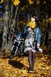 dziewczyny parka spacer Fotografia Stock