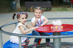 dziewczyny parkują bawić się Zdjęcie Stock