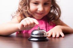 Dziewczyny pchnięcie na dzwonie Zdjęcie Royalty Free