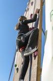 Dziewczyny pięcie na stromej ścianie Zdjęcie Royalty Free
