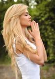 dziewczyny piękny modlenie obrazy royalty free