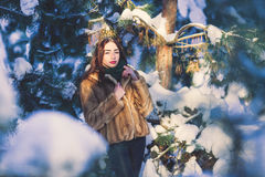 dziewczyny piękna lasowa zima Zdjęcie Royalty Free