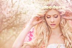 dziewczyny piękna ogrodowa wiosna Fotografia Stock