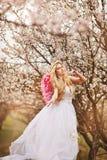 dziewczyny piękna ogrodowa wiosna Zdjęcie Royalty Free