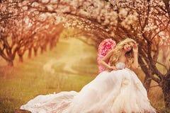 dziewczyny piękna ogrodowa wiosna Obraz Stock