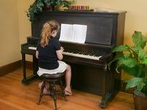 dziewczyny pianina bawić się Fotografia Stock