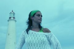 dziewczyny plażowa latarnia morska Obrazy Stock