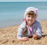 dziewczyny plażowy lying on the beach obrazy royalty free