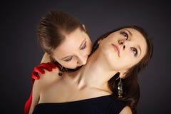 dziewczyny przedstawiający poświęcenia dwa wampir Zdjęcie Stock