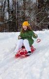 Dziewczyny przejażdżek pełnozamachowy puszka wzgórze fotografia stock