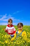 dziewczyny śródpolna wiosna dwa Zdjęcia Stock