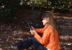 dziewczyny relaksować ładny target937_0_ Fotografia Royalty Free